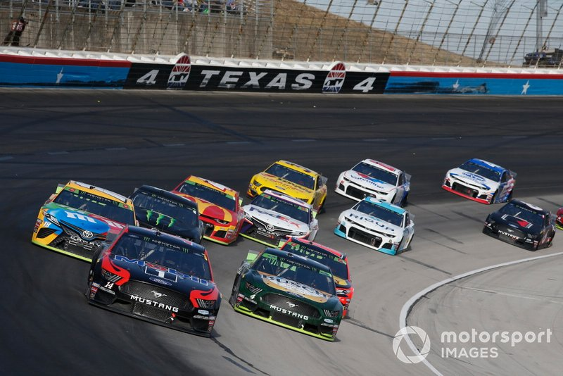 Clint Bowyer, Stewart-Haas Racing, Ford Mustang Mobil 1 / Rush Truck Centers, Kevin Harvick, Stewart-Haas Racing, Ford Mustang Busch Beer / Ducks Unlimited
