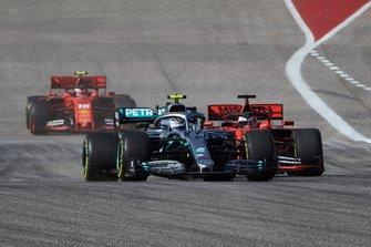 Valtteri Bottas, Mercedes AMG W10, devant Sebastian Vettel, Ferrari SF90 et Charles Leclerc, Ferrari SF90