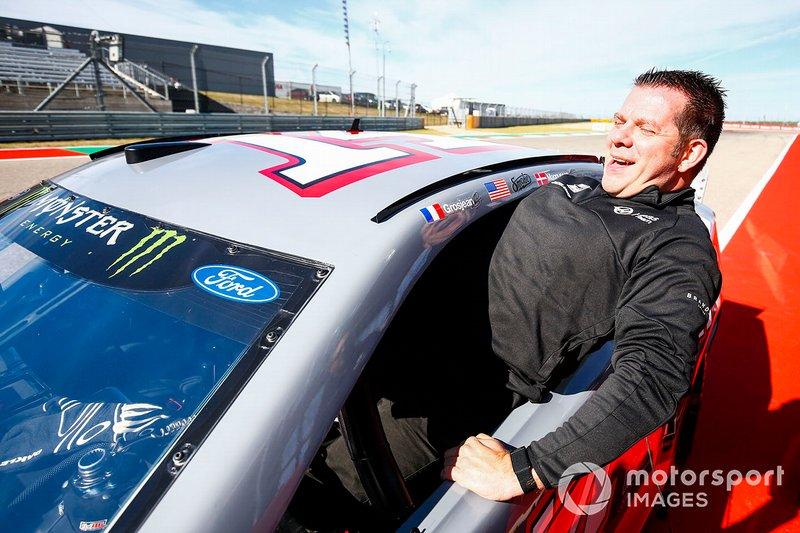 Peter Crolla, entra in una vettura della NASCAR Cup