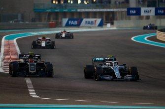 Valtteri Bottas, Mercedes AMG W10, leads Kevin Magnussen, Haas F1 Team VF-19, Antonio Giovinazzi, Alfa Romeo Racing C38, and Kimi Raikkonen, Alfa Romeo Racing C38