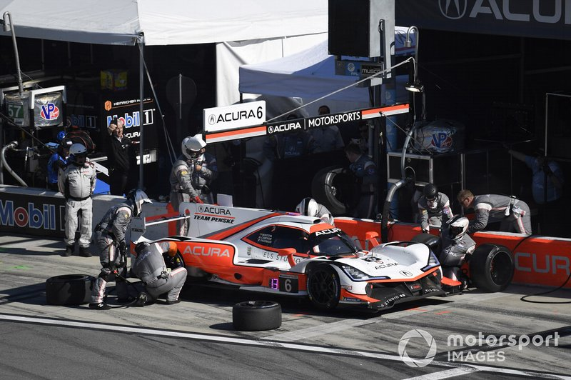 #6 Acura Team Penske Acura DPi, DPi: Juan Pablo Montoya, Dane Cameron, Simon Pagenaud - pit stop