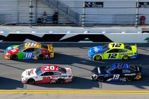 Эрик Джонс, Joe Gibbs Racing, Toyota Camry Sports Clips, и Кайл Буш, Joe Gibbs Racing, Toyota Camry M&M's