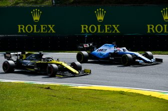 Daniel Ricciardo, Renault F1 Team R.S.19 and George Russell, Williams Racing FW42 battle