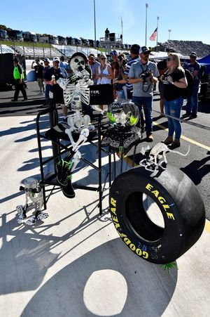 Monster Energy pit box guests