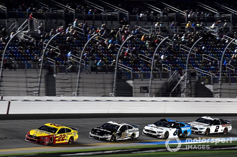 Joey Logano, Team Penske, Ford Mustang Shell Pennzoil, Aric Almirola, Stewart-Haas Racing, Ford Mustang Smithfield, Ryan Newman, Roush Fenway Racing, Ford Mustang Koch Industries, and Brad Keselowski, Team Penske, Ford Mustang Discount Tire
