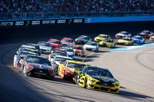 Брэд Кеселовски, Team Penske, Ford Mustang и Клинт Боуйер, Stewart-Haas Racing, Ford Mustang