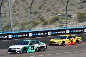 Chase Elliott, Hendrick Motorsports, Chevrolet Camaro Unifirst, Michael McDowell, Front Row Motorsports, Ford Mustang Love's Travel Stops