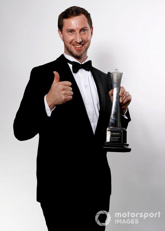TGR Technical Director Tom Fowler con il Rally Car of the Year award vinto da Toyota Yaris WRC