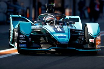 James Calado, Jaguar Racing, Jaguar I-Type 4 in pit lane