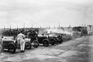 #1 W B Scott, Bugatti, #2 L T Redburn, Bugatti, #5