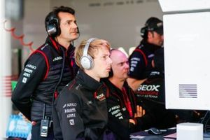 Brendon Hartley, Dragon Racing in the garage with his team