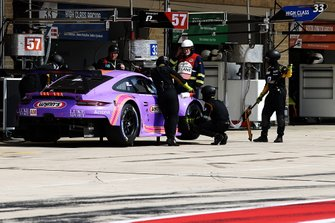 #57 Team Project 1 Porsche 911 RSR: Ben Keating, Felipe Fraga, Jeroen Bleekemolen