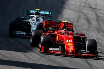Charles Leclerc, Ferrari SF90 en Valtteri Bottas, Mercedes AMG W10