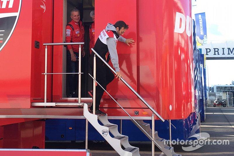 Johann Zarco se reúne con Gigi Dall'Igna, director general de Ducati, y Paolo Ciabatti director deportivo