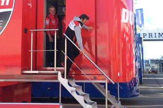 Johann Zarco, Team LCR Honda met Gigi Dall'Igna, Ducati algemeen directeur en Paolo Ciabatti Ducati sportief manager