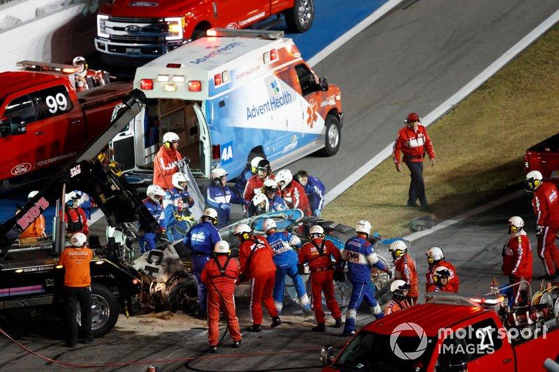 Ryan Newman, Roush Fenway Racing, Ford Mustang Koch Industries, crash, safety team