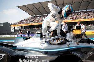 Nyck De Vries, Mercedes Benz EQ, EQ Silver Arrow 01 jumps out of his car on the grid