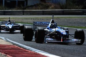 Damon Hill, Williams FW18 Renault leads Jacques Villeneuve, Williams FW18 Renault