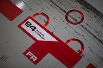 Dettaglio del garage di Pascal Wehrlein, Mahindra Racing, M5 Electro
