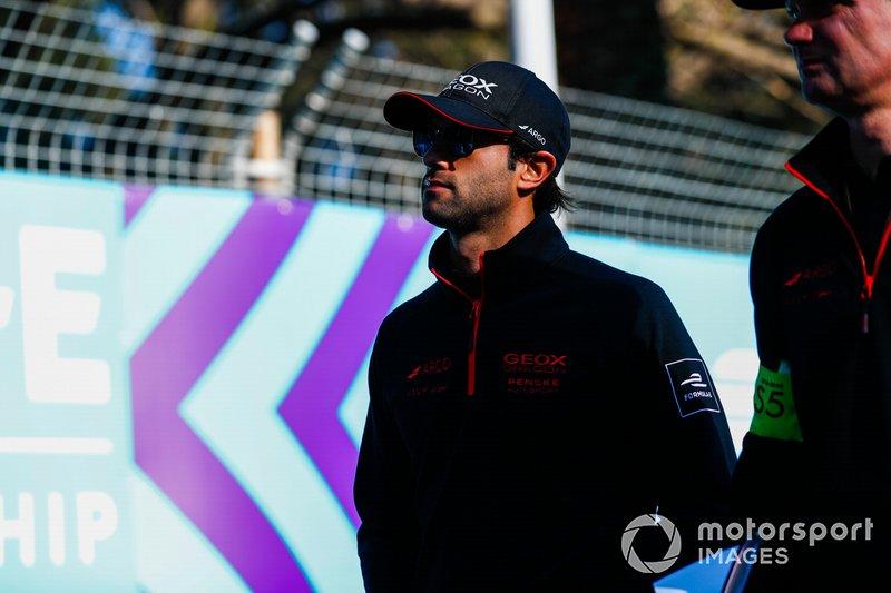 Felipe Nasr, Dragon Racing, Penske EV-3, camina por el circuito