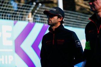 Felipe Nasr, Dragon Racing, Penske EV-3, fait un trackwalk avec l'équipe