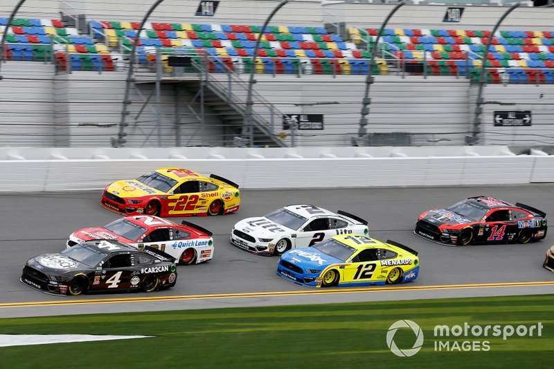 Clint Bowyer, Stewart-Haas Racing, Ford Mustang Rush Truck Centers/Mobil 1, Kevin Harvick, Stewart-Haas Racing Ford