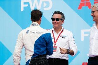 Antonio Felix da Costa, BMW I Andretti Motorsports, saluda a Alejandro Agag, CEO, Formula E