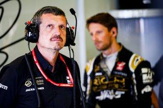 Guenther Steiner, Team Principal, Haas F1, and Romain Grosjean, Haas F1