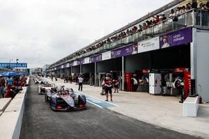 Robin Frijns, Envision Virgin Racing, Audi e-tron FE05, leaves the pits after the red flag period
