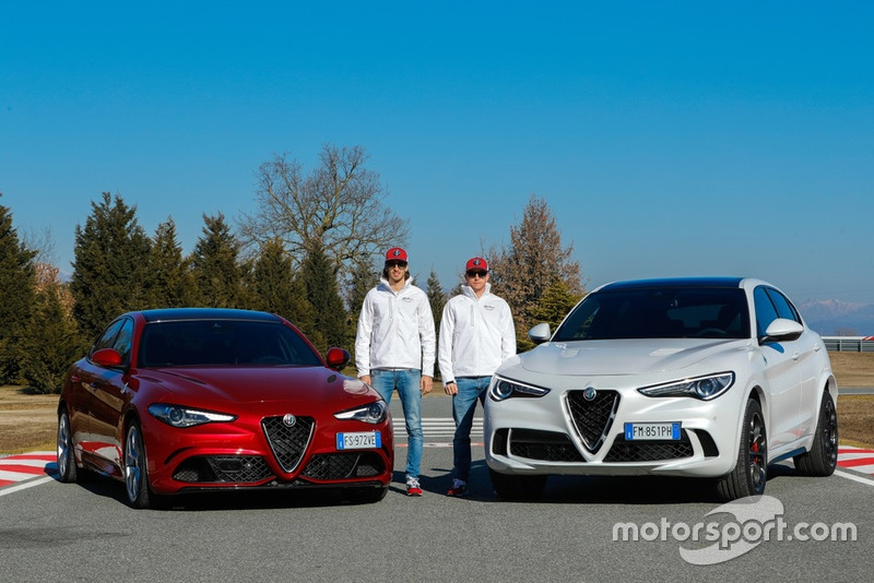 Гонщики Alfa Romeo Racing Кими Райкконен и Антонио Джовинацци