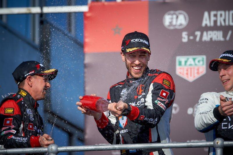 Podio: ganador de la carrera Esteban Guerrieri, ALL-INKL.COM Münnich Motorsport Honda Civic Type R TCR