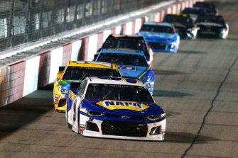 Chase Elliott, Hendrick Motorsports, Chevrolet Camaro NAPA AUTO PARTS and Kyle Busch, Joe Gibbs Racing, Toyota Camry M&M's