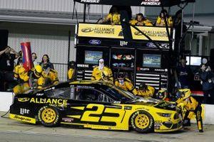Brad Keselowski, Team Penske, Ford Mustang Alliance Truck Parts pit stop