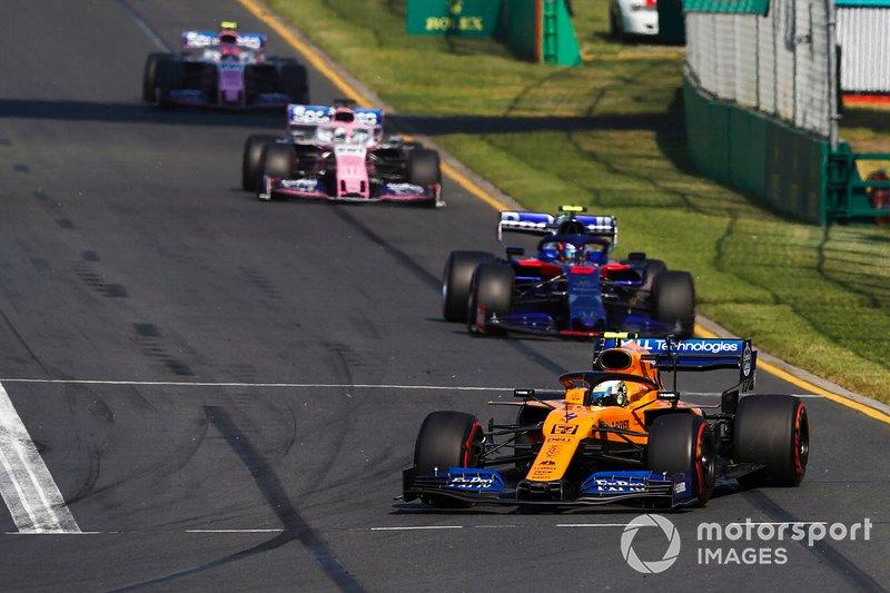 Lando Norris, McLaren MCL34, Alexander Albon, Toro Rosso STR14 y Sergio Perez, Racing Point RP19