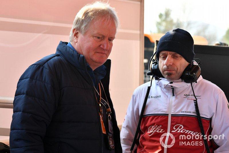 Jo Bauer, FIA Technical delegate en Simone Resta, Alfa Romeo Racing Designer