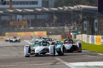 Oliver Turvey, NIO Formula E Team, NIO Sport 004 Robin Frijns, Envision Virgin Racing, Audi e-tron FE05, beide in attack mode