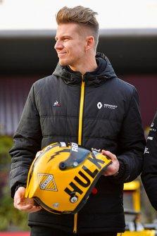 Nico Hulkenberg, Renault F1 Team, poses with his helmet