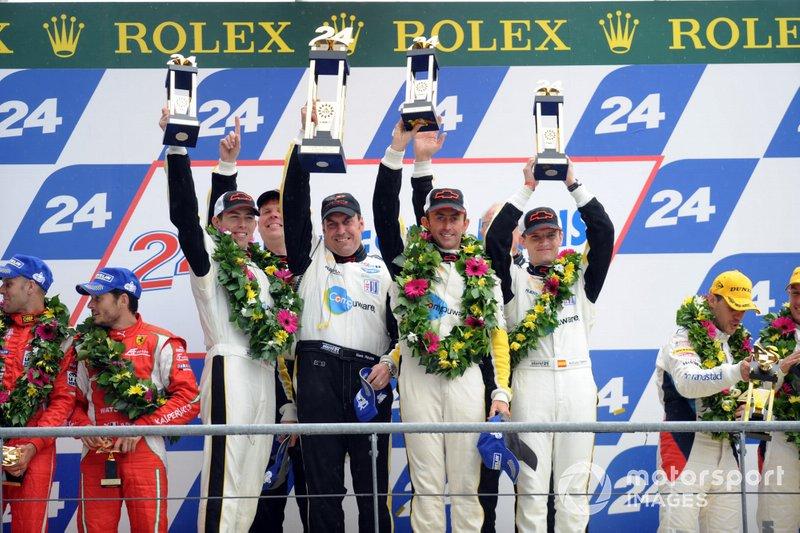 Podio: ganadores #73 Corvette Racing Chevrolet Corvette C6 ZR1: Olivier Beretta, Tommy Milner, Antonio Garcia