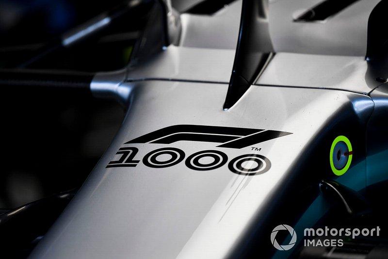 Посвящение 1000-му Гран При на носовом обтекателе Mercedes AMG F1 W10
