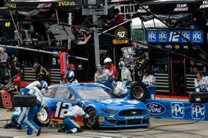 Ryan Blaney, Team Penske, Ford Mustang PPG, makes a pit stop
