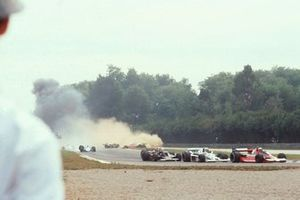Start action and crash of Ronnie Peterson, Lotus 78-Ford Cosworth