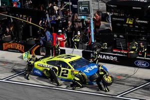 Ryan Blaney, Team Penske, Ford Mustang Menards/Peak, pit stop
