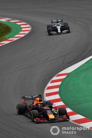 Max Verstappen, Red Bull Racing RB15 et Valtteri Bottas, Mercedes-AMG F1 W10
