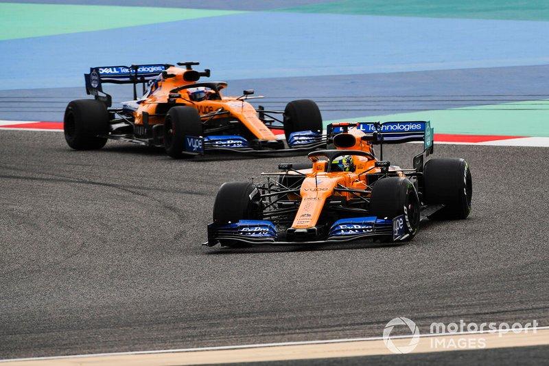 Lando Norris, McLaren MCL34 e Carlos Sainz Jr., McLaren MCL34