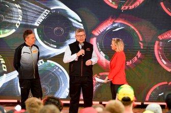 Спортивный директор Pirelli Марио Изола и Росс Браун
