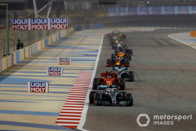 vValtteri Bottas, Mercedes AMG W10, precede Charles Leclerc, Ferrari SF90, e Lewis Hamilton, Mercedes AMG F1 W10