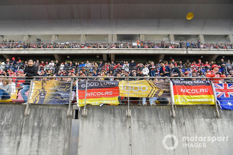 Crowd support for Nico Hulkenberg, Renault F1 Team