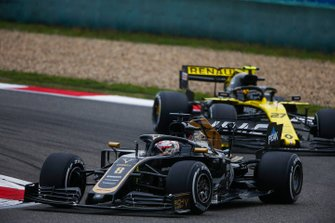 Romain Grosjean, Haas F1 Team VF-19, leads Nico Hulkenberg, Renault F1 Team R.S. 19