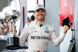 Podium: race winner Nico Rosberg, Mercedes AMG F1