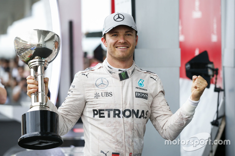 Podium: ganador, Nico Rosberg, Mercedes AMG F1